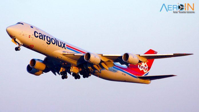 Boeing 747-8F da Cargolux decola de Campinas