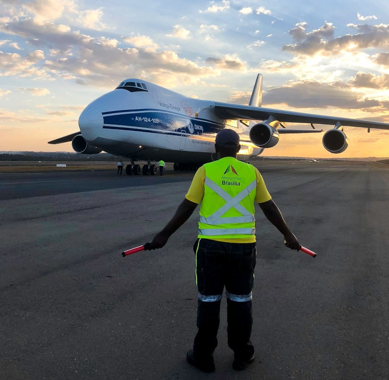 Avião Antonov 124 no Aeroporto de Brasília
