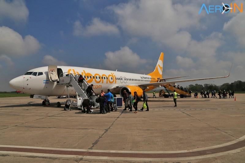 Avião Boeing 737 Flybondi Argentina Embarque