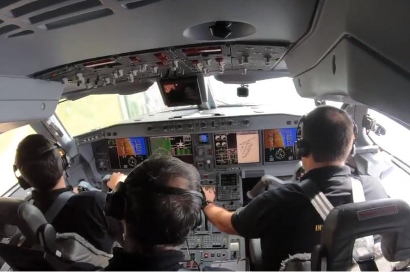 Cockpit Embraer E195-E2 de lado