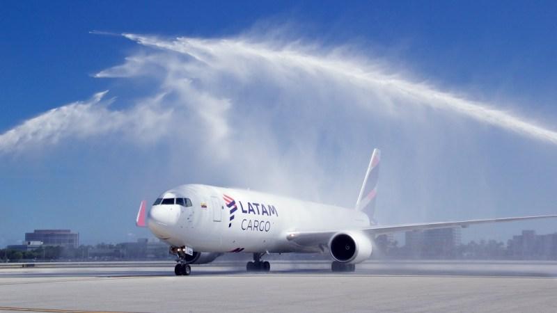 Avião Boeing 767-300F LATAM Cargo