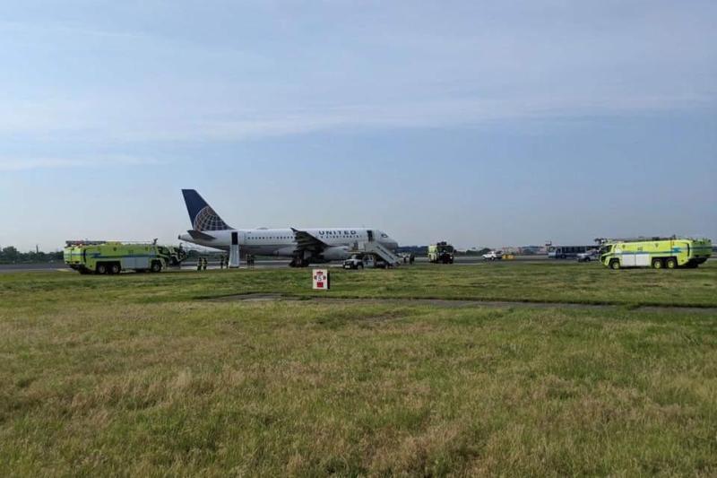 Airbus A319 United Emergência Pneus