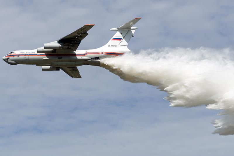 Ilyushin IL-76D faz treinamento de combate a incêndios da Rússia