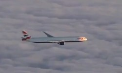 Vídeo Boeing 777 British Airways sobre nuvens