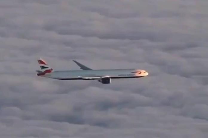 Vídeo Boeing 777 British Airways sobre nuvens