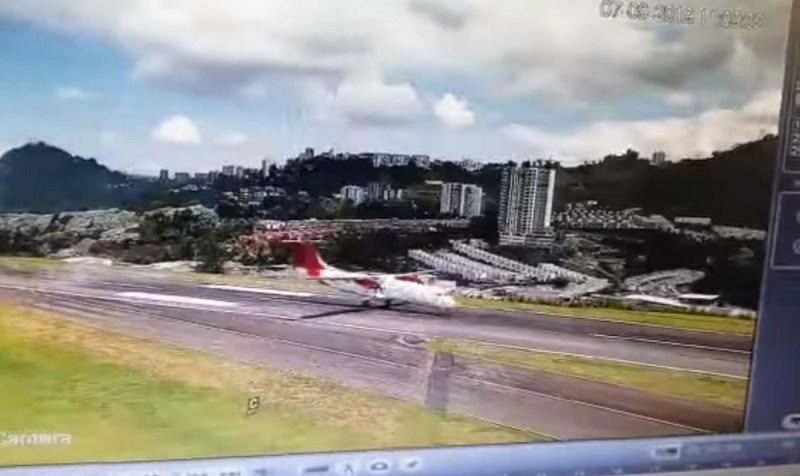 ATR 72 da Avianca faz pouso de bunda na Colômbia