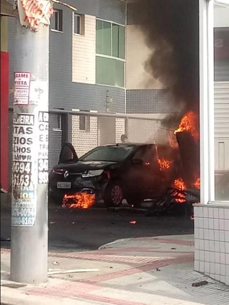 Acidente Cirrus SR 20 Carlos Prates Carro queimando