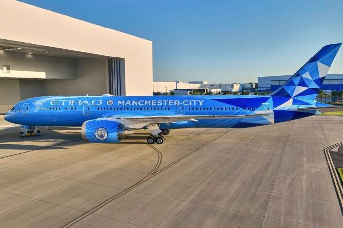 Etihad 787-9 Dreamliner Manchester City