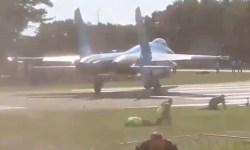 Vídeo Homem Rola jato Su-27 Flanker Bélgica