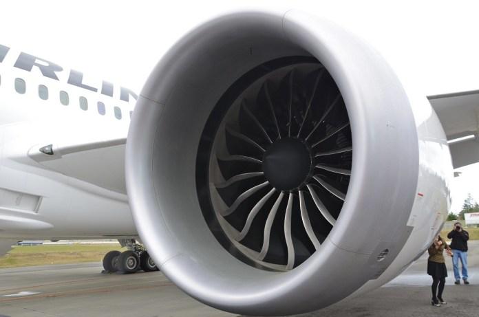 B787 equipado com motor GEnx