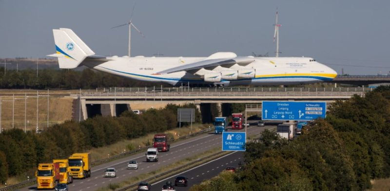 An-225 Ponte Taxiway Leipzig Imagem Antonov
