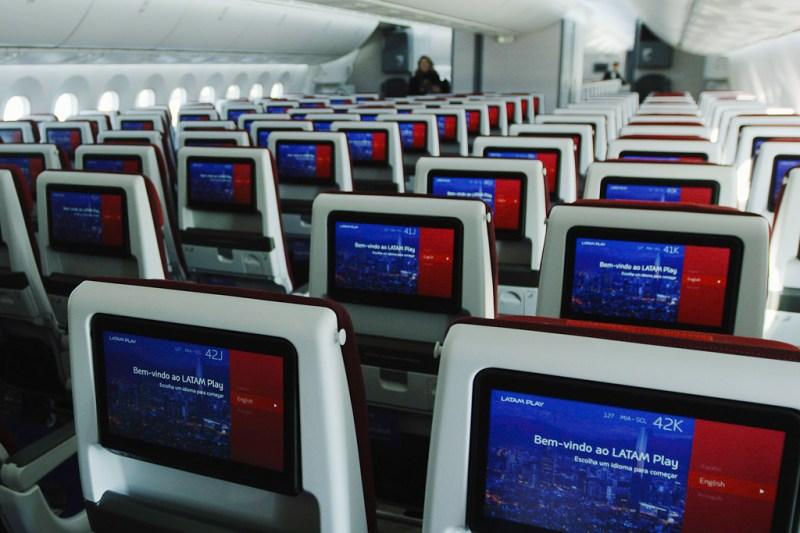 LATAM Primeiro 787 Interior Novo Economy