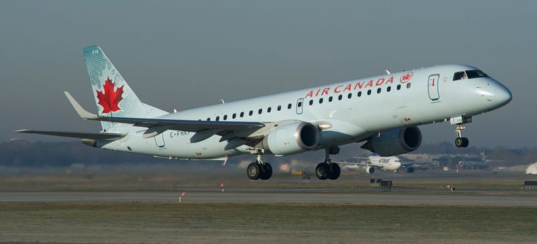 Avião Embraer E190 Air Canada