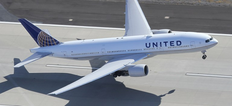 Avião Boeing 777-200 United Airlines