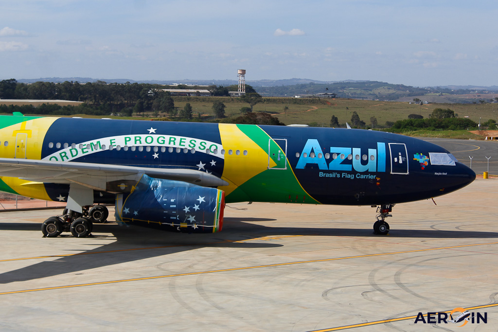 Avião Airbus A330-200 Azul Bandeira Brasil