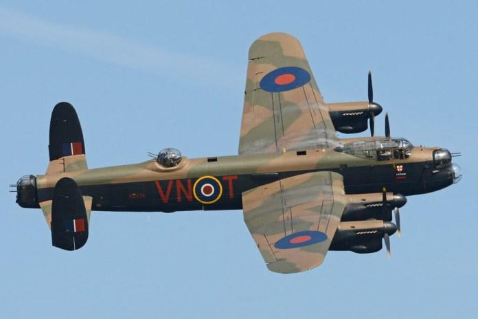 Avião Bombardeiro Avro Lancaster