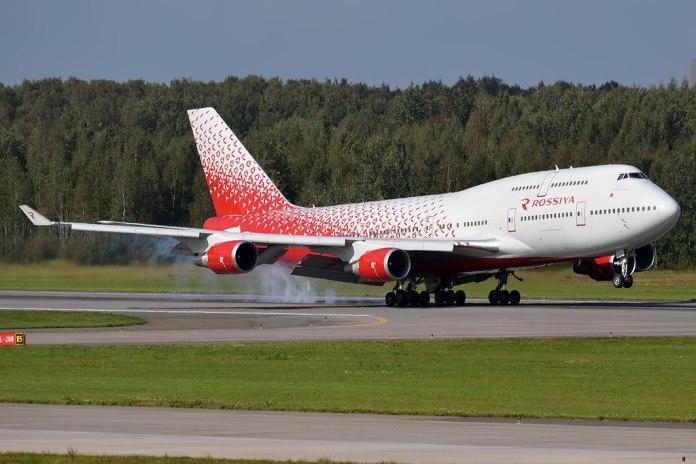 Avião Boeing 747-400 Rossiya