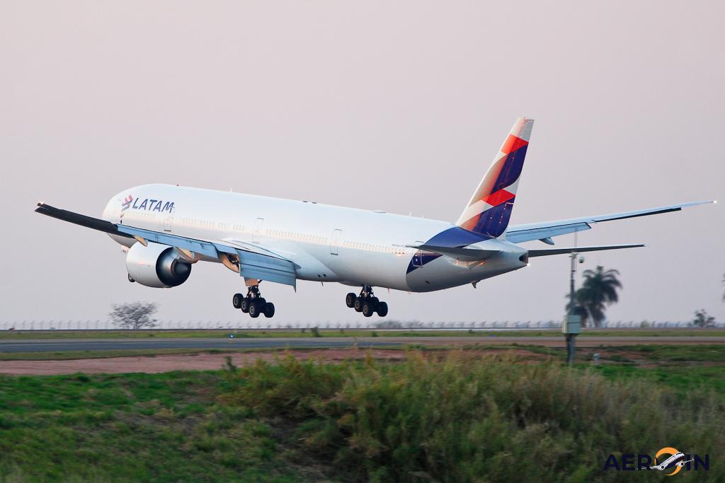 Avião Boeing 777-300ER LATAM