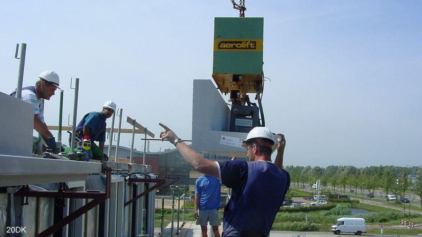 Vacuüm heftoestel van Aerolift die gebruikt wordt tijden constructiewerkzaamheden
