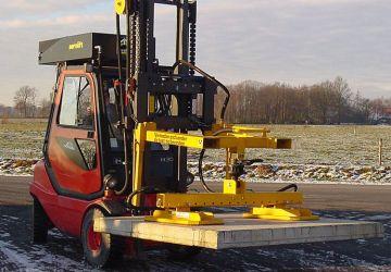 Vacuum lifter engineerde to handle industrial concrete slabs