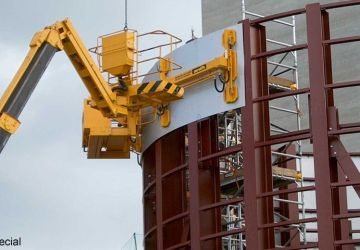 During the construction of bulk tanks, this vacuum lifter of Aerolift is used to bend the flat wall plates