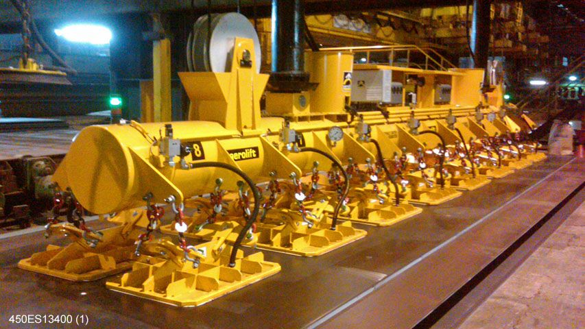 Vacuum lifter of Aerolift which handles steel plates with temperatures up to 200 degrees Celsius