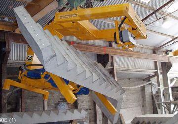 Vacuüm heftoestel van Aerolift voor het ontkisten en 180 graden kantelen van trapelementen