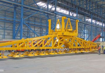A vacuum lifter of Aerolift has a lifting capacity of 70 tons to lift heavy steel plates