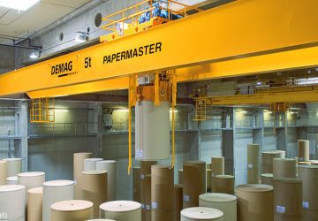 This automatic vacuum lifter of Aerolift is used in the paper industry to handle paper rolls