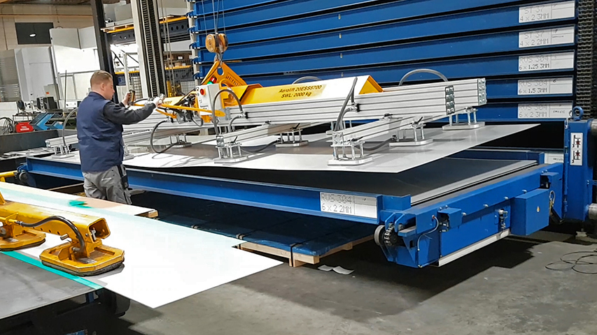 basic design vacuum lifter of Aerolift on site to handle metal plates to and from the cutting machines