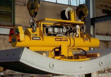A vacuum lifter which handled already turned tunnel segments and keystones