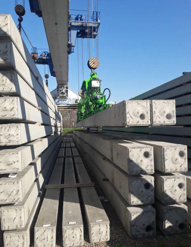 Vacuum lifter to handle concrete piles
