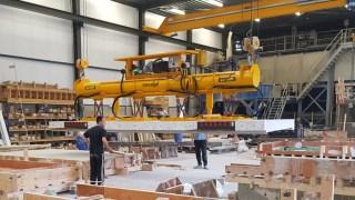Lifting precast concrete products