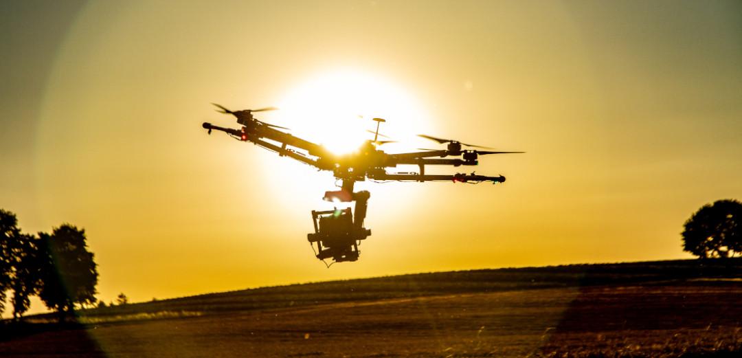 Drohnenpilot Lukas Maurer Aerolution.tv spezialaufnahmen led drohen twoercam mini remote cable cam