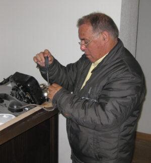 Instalación de teléfono de época en la Terminal Histórica