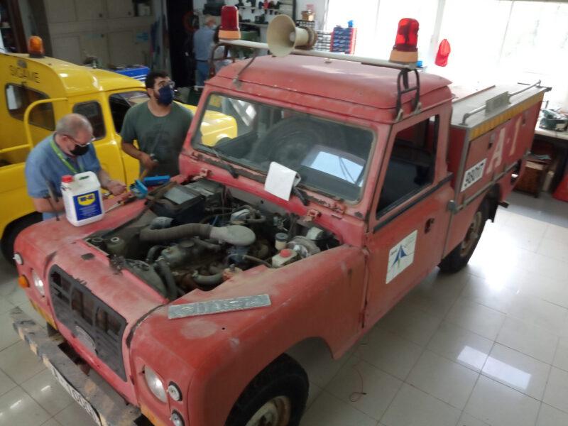 Puesta a punto del Land Rover de bomberos