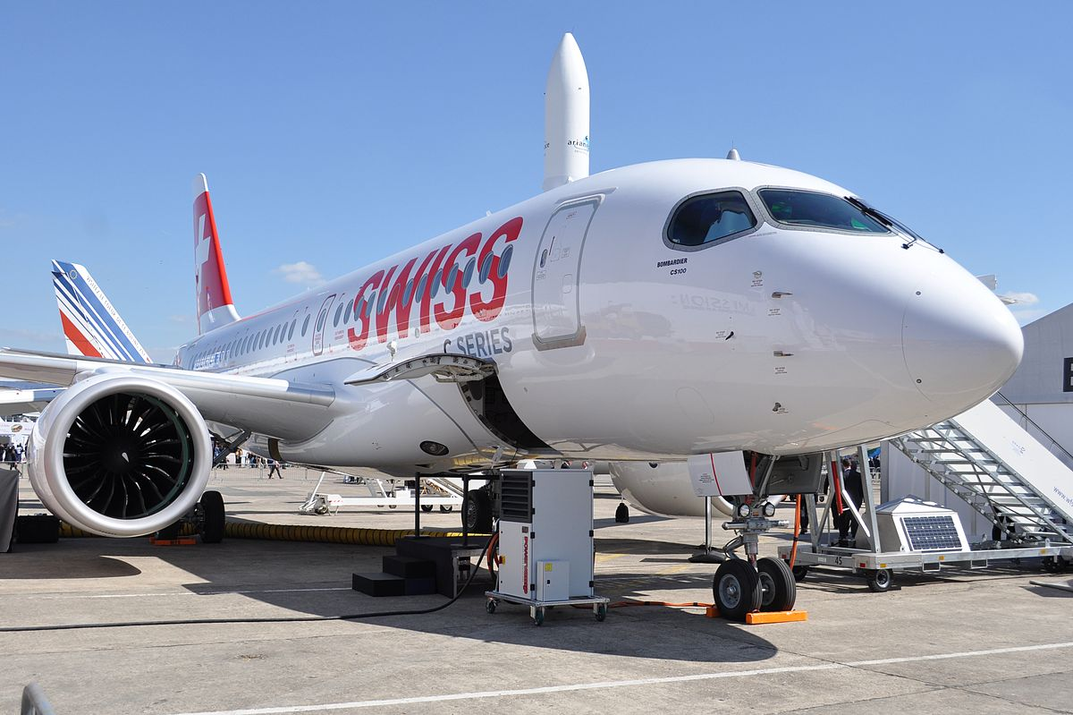Bombardier_CSeries_CS100_in_Swiss_livery_at_PAS15