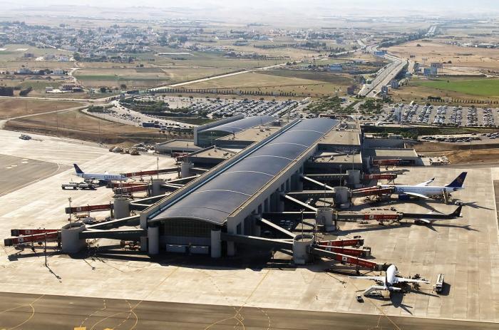 Aeropuerto de Lárnaca (Chipre) - transporte aeropuerto hacia ...