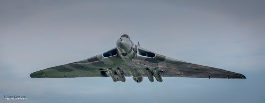 © Jerry Lake/www.flickr.com/jerry_lake - Vulcan over Farnborough Airfield - Vulcan XH558 Image Wall