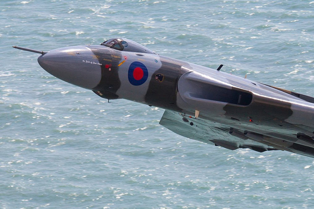 © www.oxonimages.com - Vulcan with sea in background from Beachy Head 2015 - Vulcan XH558 Image Wall
