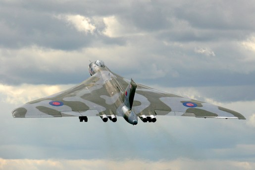 © www.oxonimages.com - Vulcan take-off FIAS 2010 - Vulcan XH558 Image Wall