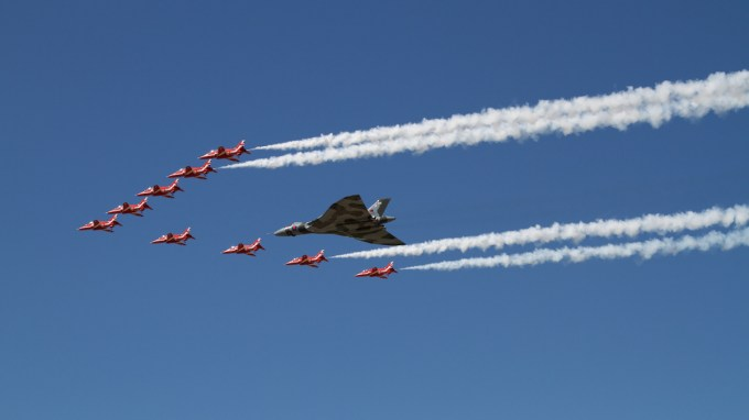 © Jack Goward/www.flickr.com/photos/jackgoward - Sunday at RIAT 2015 with The Reds - Vulcan XH558 Image Wall