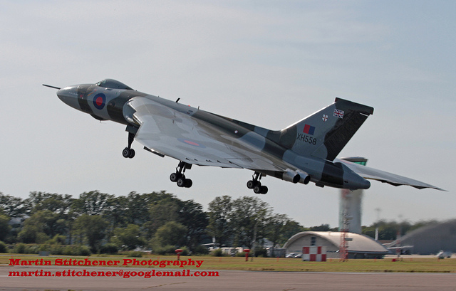 © Martin Stitchener - Vulcan Landing Farnborough 2014 - Vulcan XH558 Image Wall
