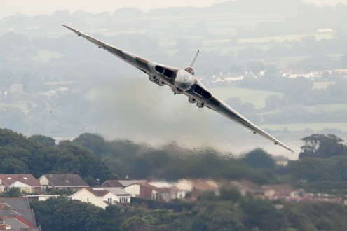 © Mic Lovering - Vulcan XH558 at Dawlish - AeroResource 2015 Highlights