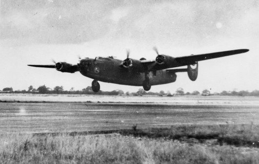 © Roger Freeman Collection / http://www.americanairmuseum.com - A B-24 Liberator of the 93rd Bomb Group takes off - 93rd Bomb Group Museum