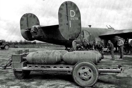© Roger Freeman Collection / http://www.americanairmuseum.com - B-24 Liberator #41-23729 'Shoot Luke' 328th BS, 93rd BG - 93rd Bomb Group Museum