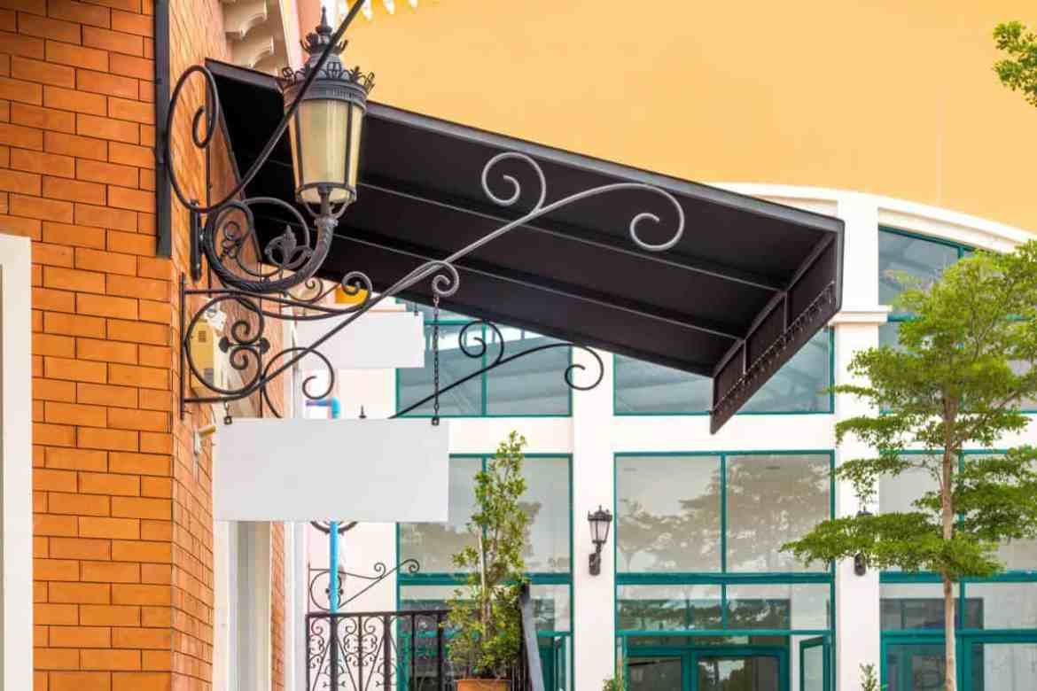 Vintage Awning with Lamp
