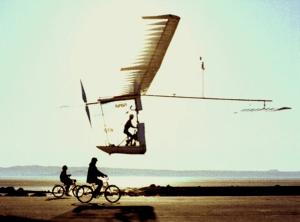 Avions et véhicules à énergie musculaire