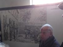 Alberto Israël expliquant les tortures infligées aux prisonniers à Auschwitz