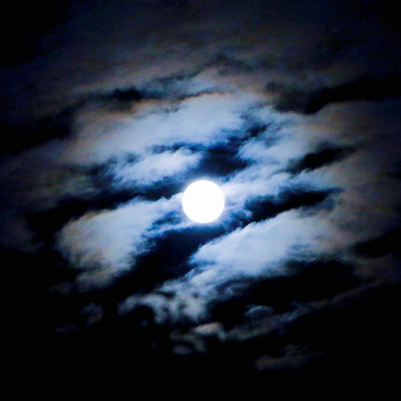 pleine lune à travers les nuages revue aether æther méditation épistémologie anthroposophie médecine anthroposophique biodynamie école steiner waldorf